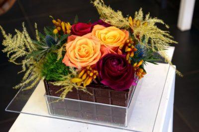 composition fleurs bordeaux